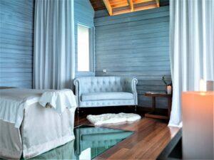 Anhang-Details Huvafen-Fushi-Spa-Overwater-Treatment-Room-cultureandcream-blogpost