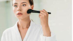Bronzer-Gesicht-Pinsel-Wangenknochen-schminken-cultureandcream-blogpost