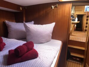 boat-trip-bunks-yacht-cultureandcream-blogost