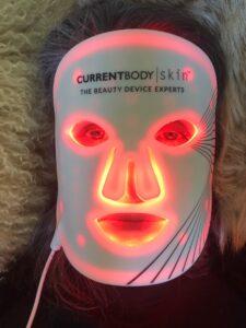 CurrentBody-Skin_LED-Lichttherapie-Maske-Gesicht_cultureandcream-blgopost