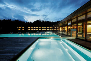 kranzbach-wellness-pool-outdoor-indoor-cultureandcream-blogpost