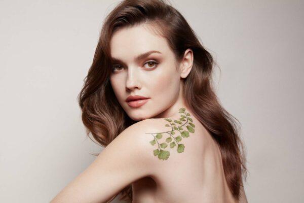 Artdeco-green-couture-nachhaltigkeit-Frau-Blatt-cultureandcream-blogpost