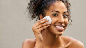 Gesicht-Wattepad-Pflege-gesichtsspray-cultureandcream-blogpost